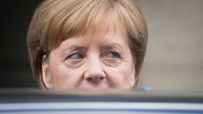 Merkel üzent Netanjáhúnak