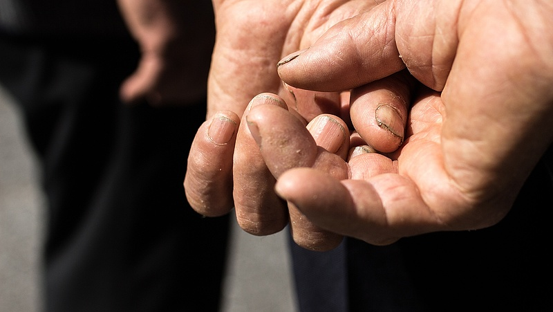 Csúnyán átverték a magyar nyugdíjast - így bukta el majdnem az ingatlanját