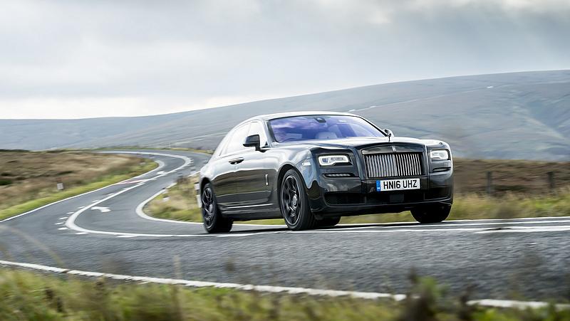 Egy cseh céget választott a Rolls-Royce, hogy poharakat gyártson autóiba