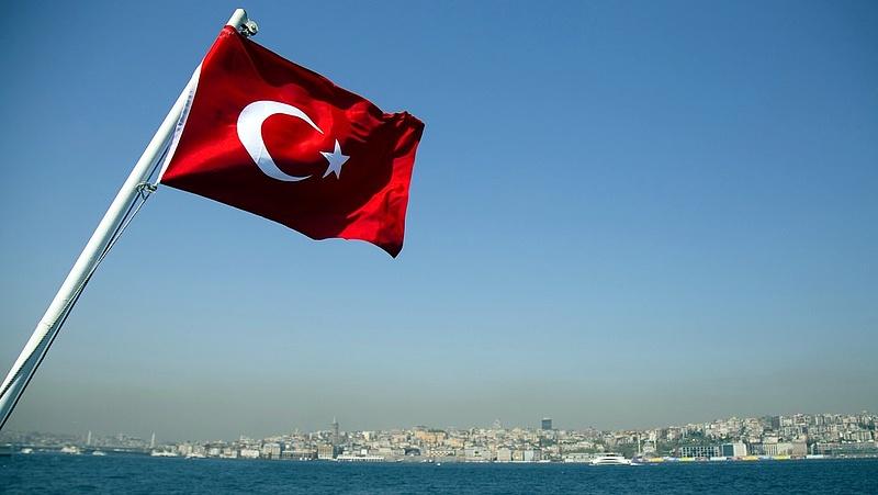 Fegyveresek foglyul ejtettek tíz török tengerészt (frissített)