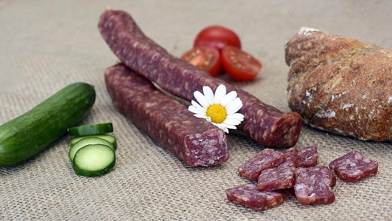 Letartóztatták az egyik legnagyobb magyar húsipari cég tulajdonosát