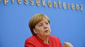 Merkel bekeményített, fityisz Biden orrára