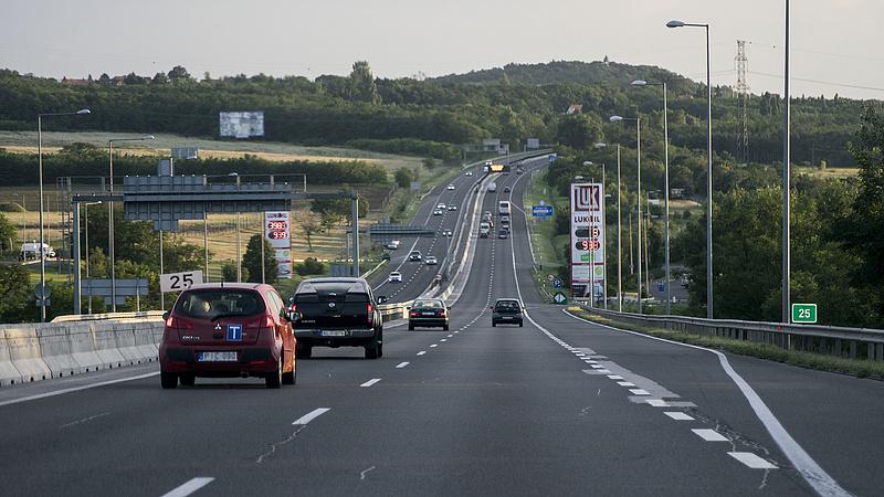 E-matrica: autósok százezreit figyelmezteti a minisztérium