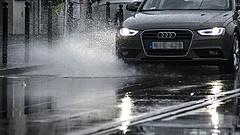 Megjöttek a viharok - ezt tanácsolja a rendőrség az autósoknak
