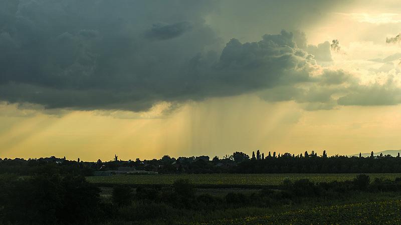 Megjöttek a nagy esők - Már másodfokú figyelmeztetést is kiadtak