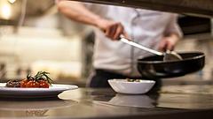 Nettó 300 ezer feletti bért kínálnak már az éttermek
