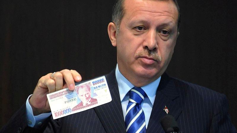 Kirúgták a jegybankelnököt, tovább zuhan a török líra