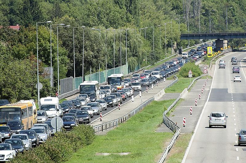 Jelentős dugók alakultak ki az M7-esen a Balaton és Budapest között