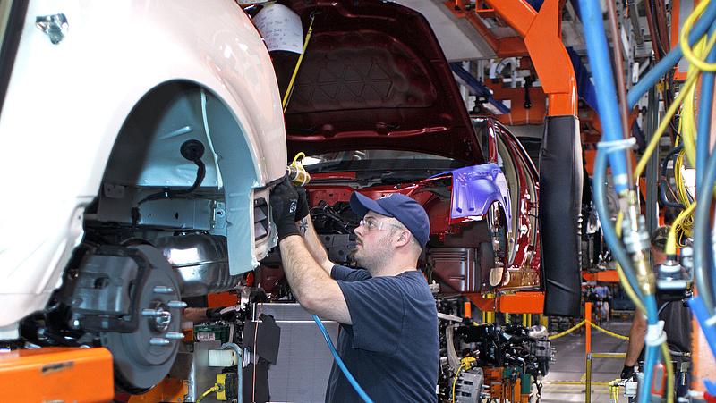 Teljesen átalakul az autózás: olcsóbb gyártás és javíttatás jöhet