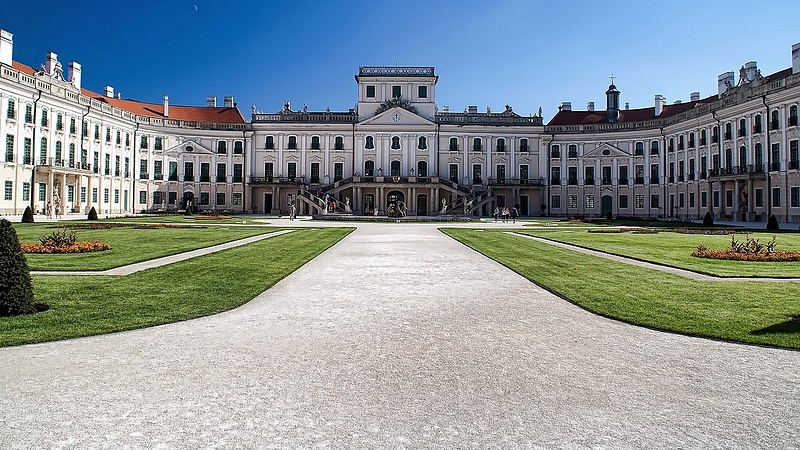 Múzeummá alakul a fertődi kastély egy része