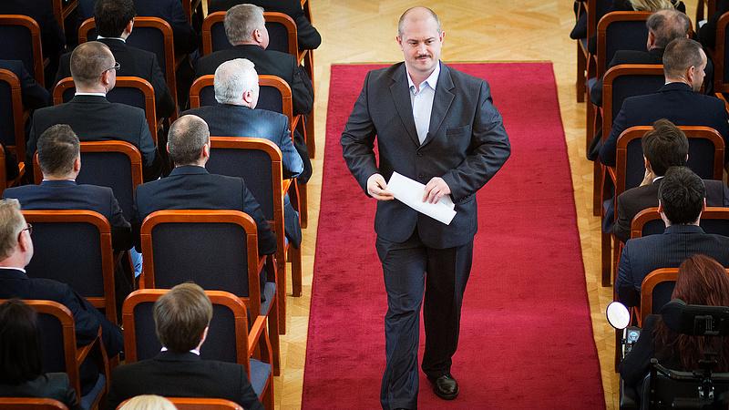 Megtiltanák a szlovák politikusoknak, hogy hülyeséget mondjanak