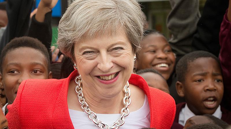 Kiszivárgott: Theresa May hátrébb léphet