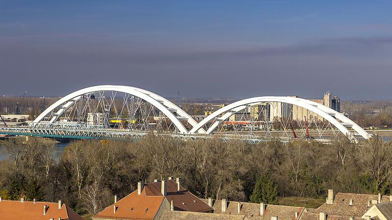 Száz évre építették a szuperbiztos hidat