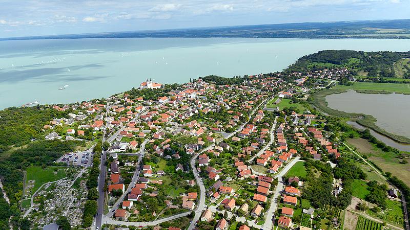A Balaton-part beépítése miatt Alkotmánybírósághoz fordult az ellenzék