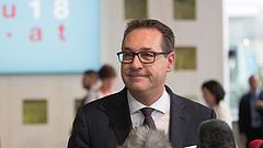 Bíróság előtt az ibizázásba belebukó Strache, korrupcióval vádolják