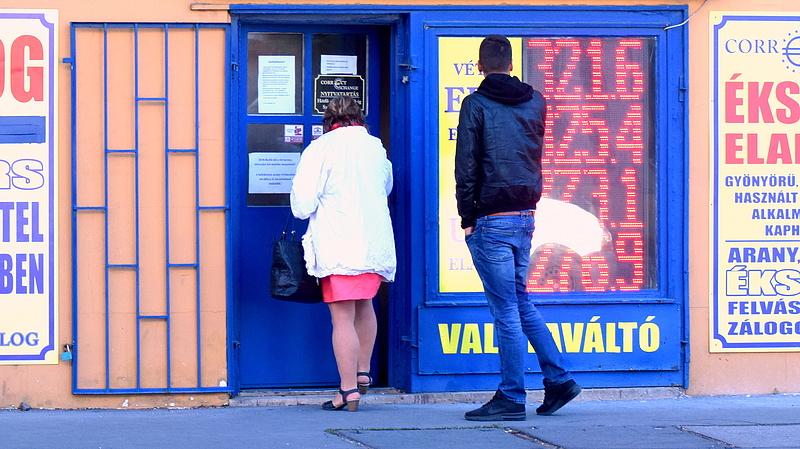 Gyengült a forint az euróhoz képest