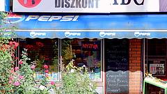 Nem bír leállni a magyar - folytatódik a roham a boltokban
