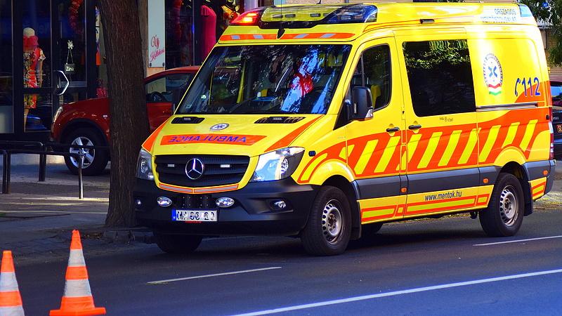 Halálra gázoltak egy embert a 85-ös főúton
