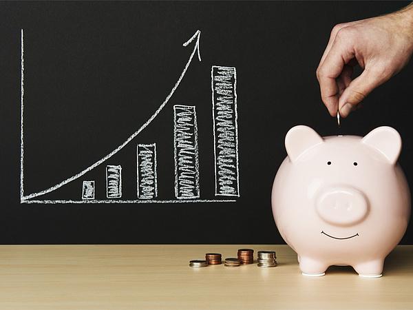 A jövendő saját nyugdíjakat terhelő költségek csökkentek, az MNB szerint már látszik az eredménye