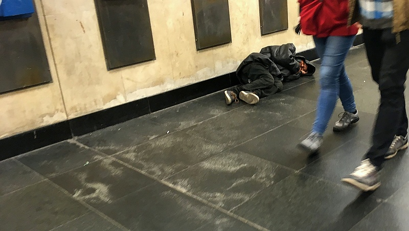 Képeslapon kérlelték a hajléktalanok az alkotmánybírókat