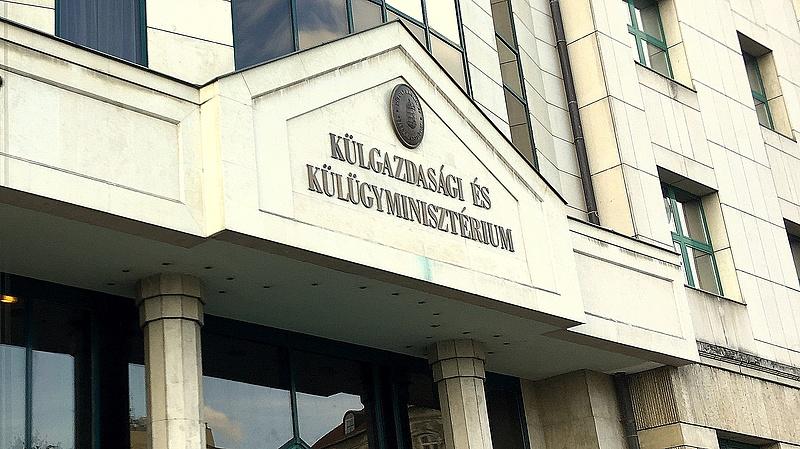 Két külföldi magyar intézetet újíttat fel a külügy