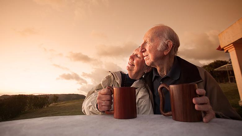 hasonlítsa össze a bináris opciókat nyugdíjasok, hogyan lehet pénzt keresni