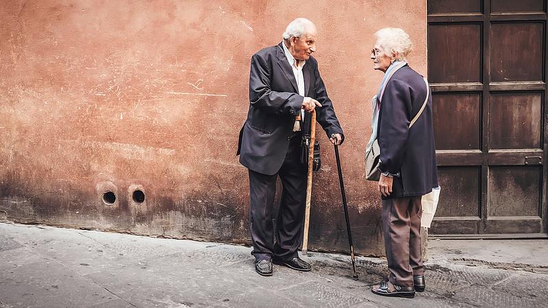 Új nyugdíjtörvényt fogadtak el Romániában