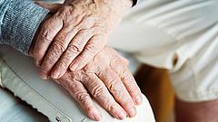 Felemészti a válság a 13. havi nyugdíjakat
