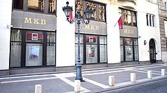 Brüsszel miatt a felére csökkent az MKB profitja