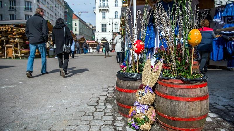 Megnyílt a gyalogosforgalom számára a Vörösmarty tér