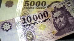 Több mint egy forinttal erősödött az euró