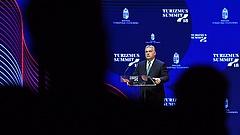 Egyik este még Orbánnak tapsoltak, aztán sorban kirúgták őket