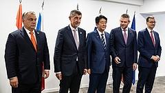 Kínos vége lett a V4-Japán csúcstalálkozónak Magyarország miatt?