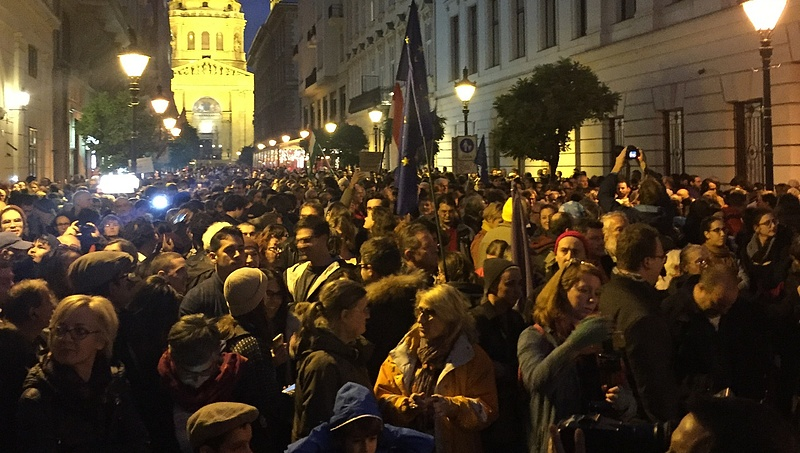 Magyaros furfanggal játsszák ki a tüntetések létszámkorlátját