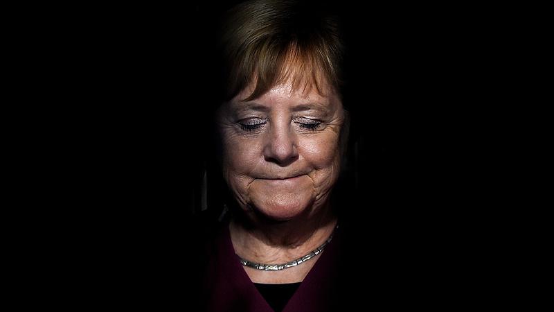 Juncker-plakátok - megszólalt Merkel