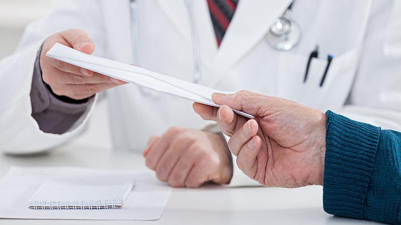 Ha nő a munkaidő, többet megyünk orvoshoz - itt a megfigyelés