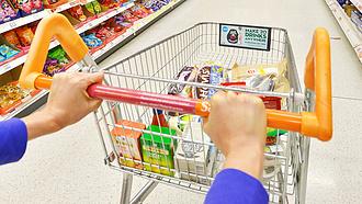 A bolti visszaesett, az online kiskereskedelem megugrott