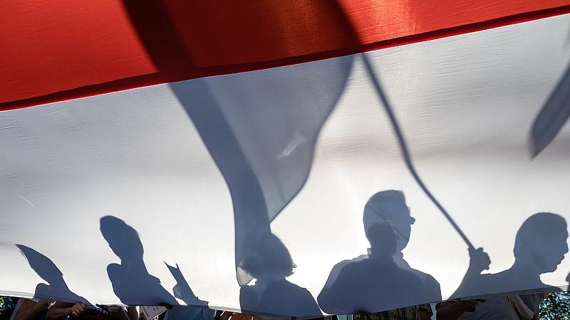 Több ezer pedagógus tüntet Varsóban