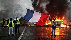 Nem csillapodik a párizsi lázongás