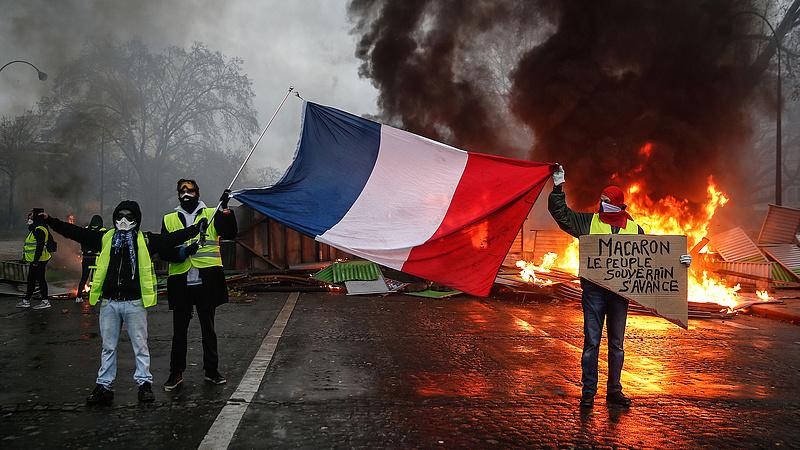 Tovább mélyül a francia válság