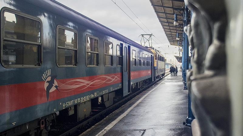 Gondnokot kapnak a vasútállomások