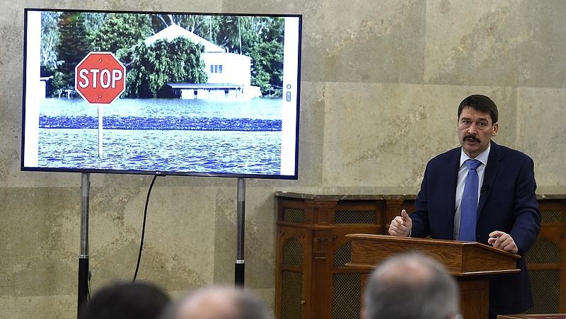 Áder alapítványa 150 millió forintot fizet tanulmányírásra
