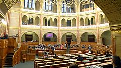 Döntött a parlament: meghosszabbítják a veszélyhelyzetet