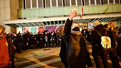 Vasárnap folytatódnak a tüntetések