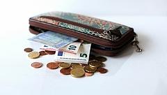 Csökkent az euróban számolt minimálbér, az utolsó helyre került Magyarország a V4-ek között