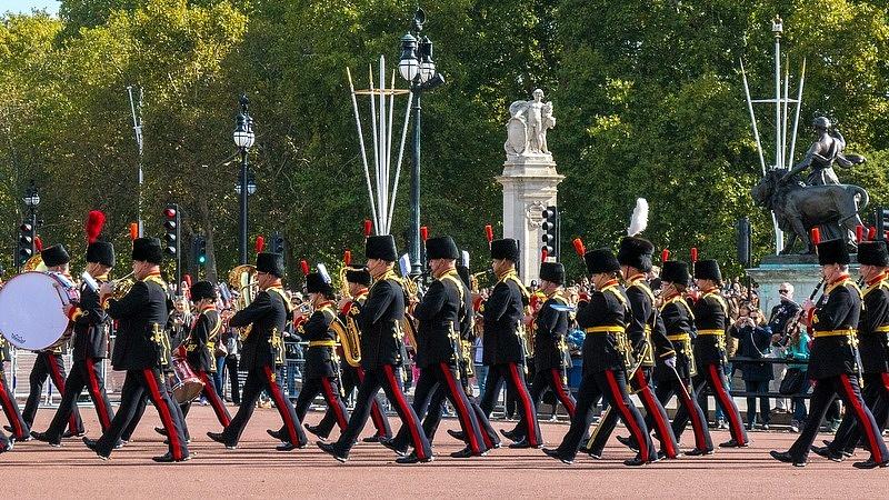 Erzsébet királynő aláírt, jövő pénteken kilépnek az EU-ból