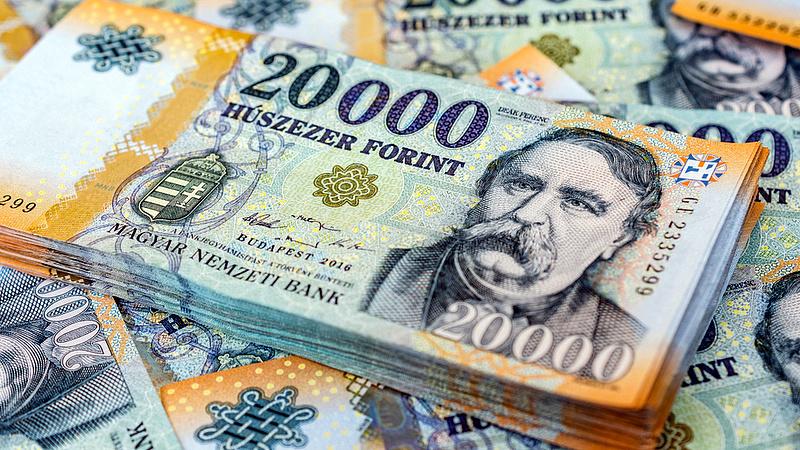 Már 320 felett az euró, tovább gyengülhet a forint
