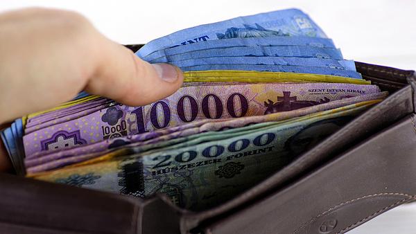DK: olyanok kapnak 200-300 ezres nyugdíjat, akik nem dolgoztak Magyarországon