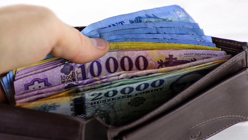 Újabb minimálbér-emelés jöhet júliusban, a minisztérium jelzése szerint