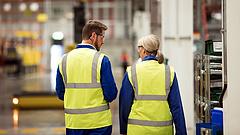 Mennyivel lett magasabb a fizikai dolgozók órabére?